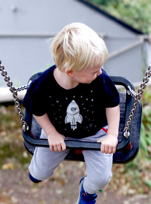 Space kids T-shirt in swing